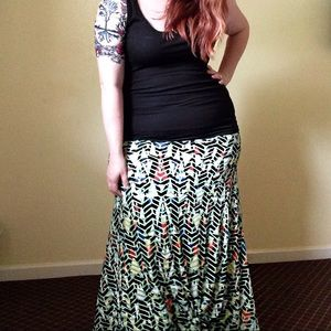 EEUC LuLaRoe Maxi Skirt - Green & Black Geo Print